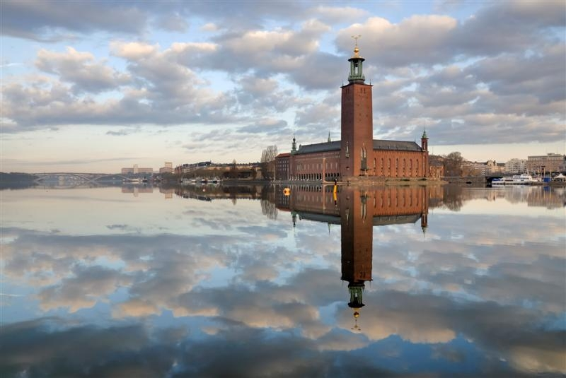 stockholm-city-hall-stadshuset-stockholm-skyline