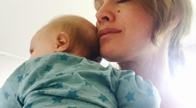 Barnet somnar under mina fingertoppar och tacksamheten blir religiös